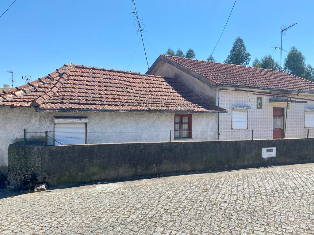 Moradia para reconstrução T6 em Campo, Valongo