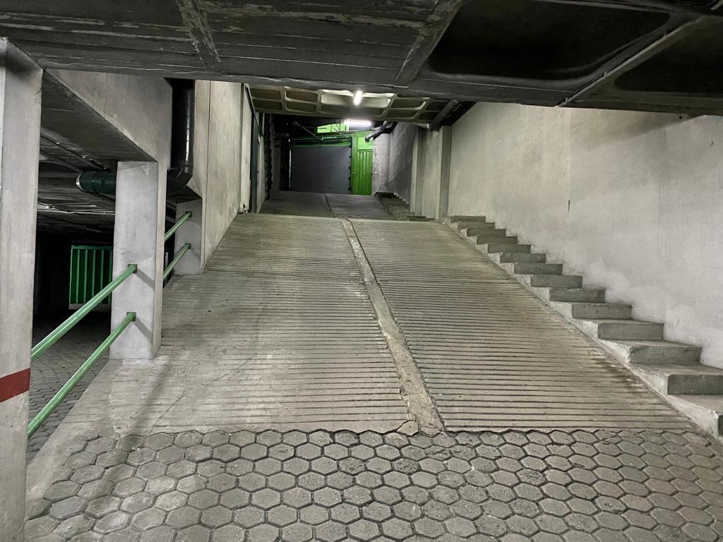 Garagem fechada para 3 carros no centro de Gondomar